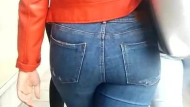 Beautifull italian big ass in jeans