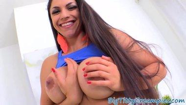 Curvy milf loves giving a great titfuck