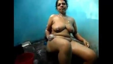Indian aunty has a bath