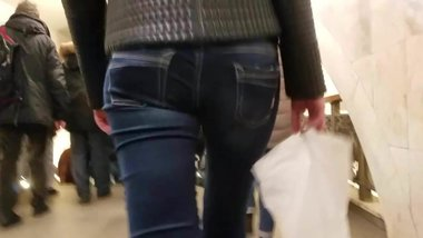 Small sexy ass in jeans