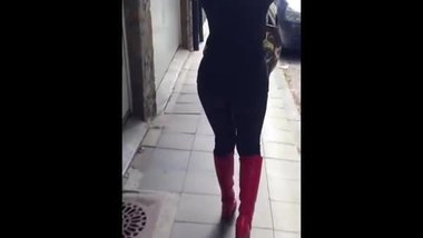 Kinky Spice Tight Legging Walking Butt