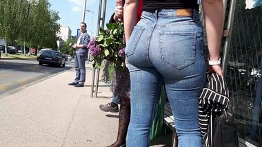 girl waiting for bus - great ass