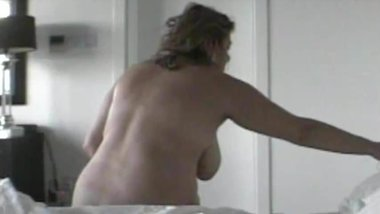 Quick hidden cam MILF waking up